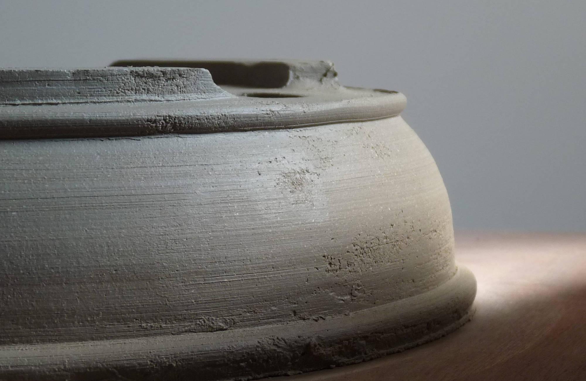 Pot bonsai sur mesure : les atouts du céramiste